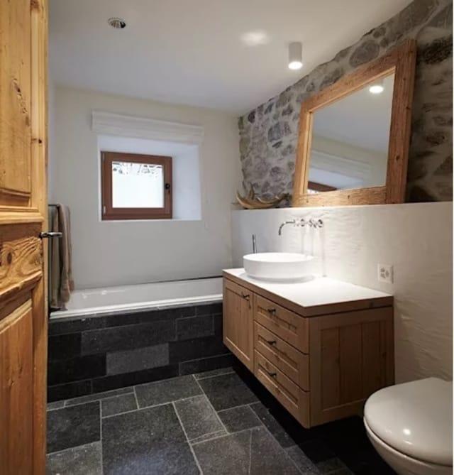 banheiro com texturas diferentes