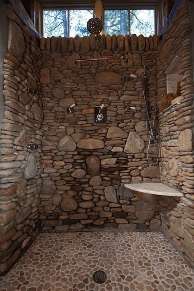 banheiro todo em pedra