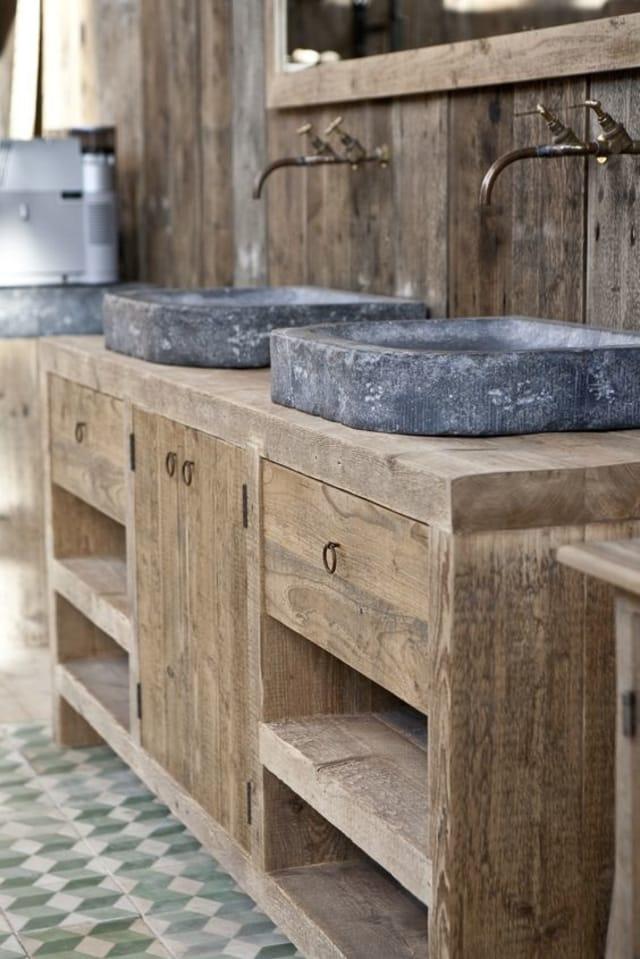 banheiro com louça de pedra