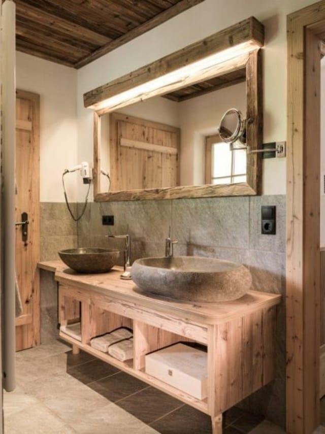banheiro com pia de marmore