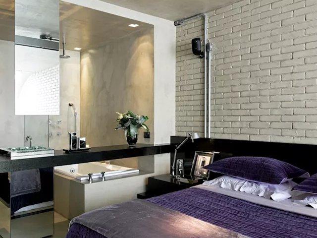 quarto de casal com banheiro integrado