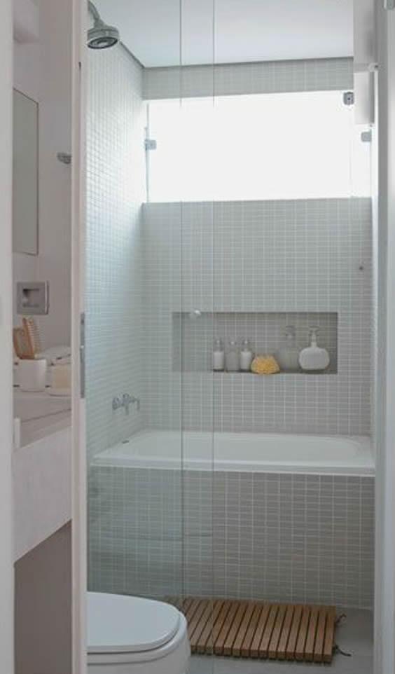 banheira pequena banheiro com nicho