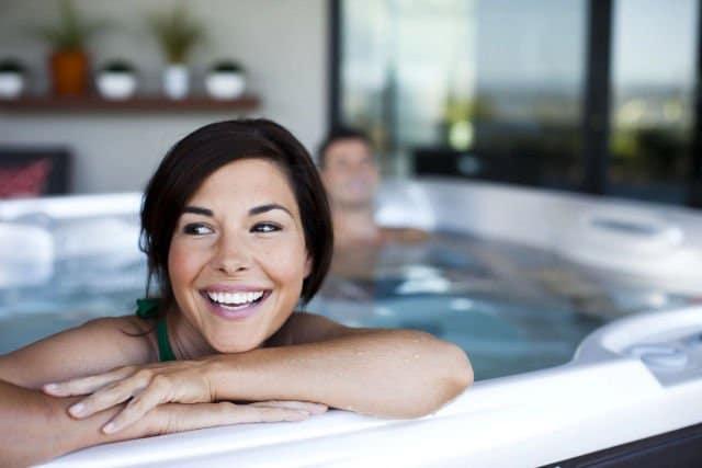 banho de banheira feliz