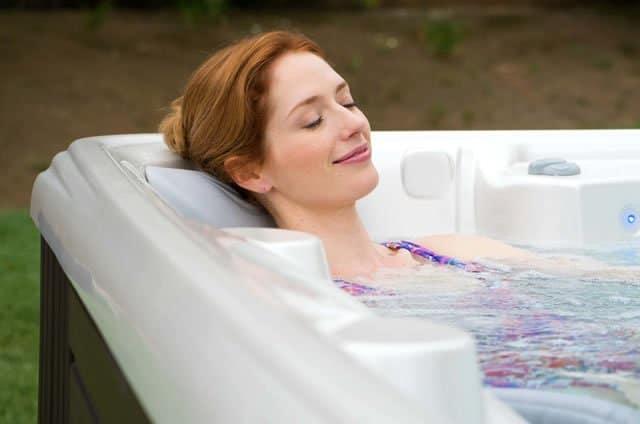 banho de banheira relaxa o corpo e a mente