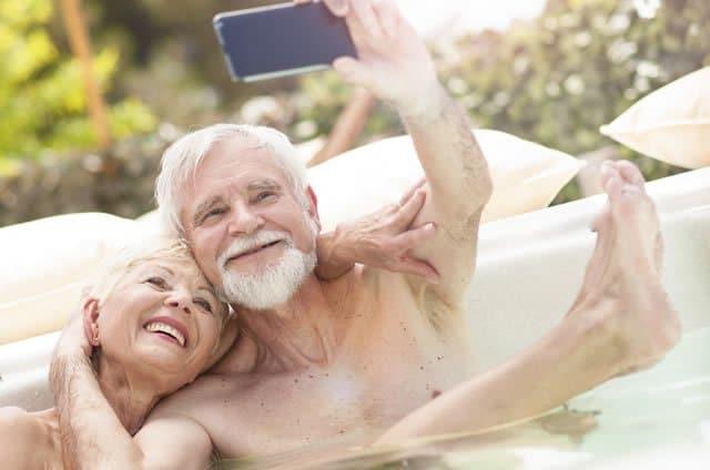 idosos banho de banheira