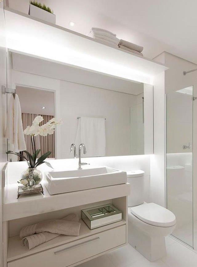 iluminação no banheiro traz conforto